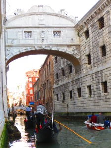 Gondolas going under the Bridge of Sighs