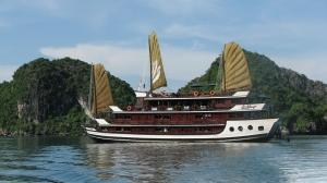 Bhaya Cruises junk boat on Ha Long Bay